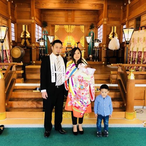 四月八日、今日の一枚。初宮詣のご祈祷後に。お子様のお健やかなご成長をお祈り申し上げます。
