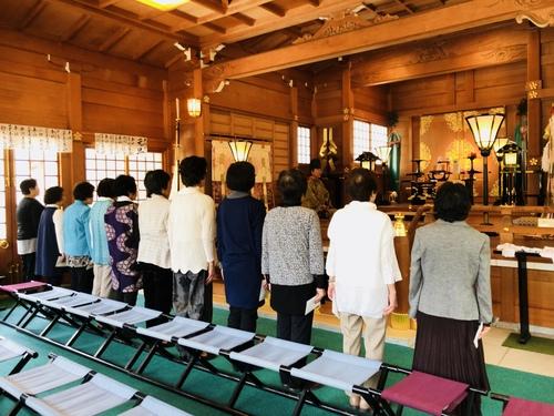 五月十日 詩吟の会の皆さんが必勝祈願を行い、御神前にて詩吟をご奉納されました。